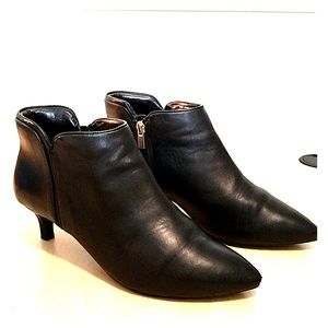 Rockport total motion leather black booties size 9